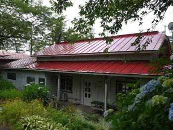 津軽鉄道旧芦野公園駅「喫茶店 駅舎」の屋根修繕